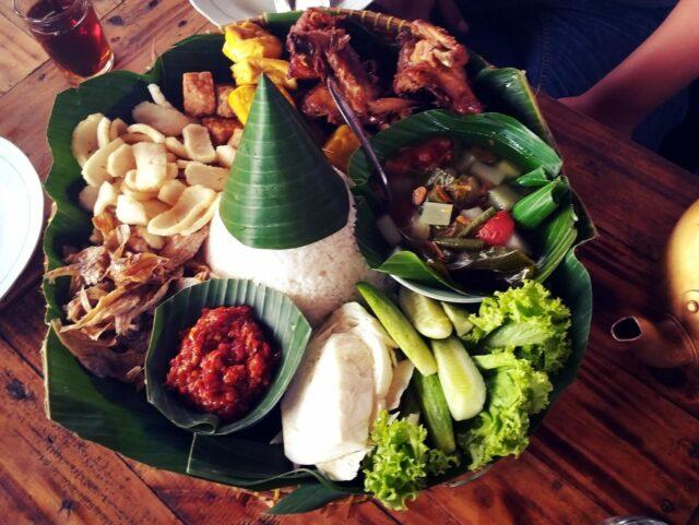 Menu makanan D'Dieuland Bandung