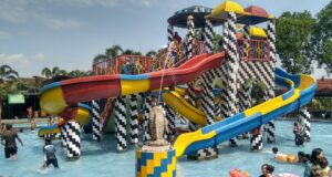 wahana peluncuran air anak-anak Waterpark Ceria Depok