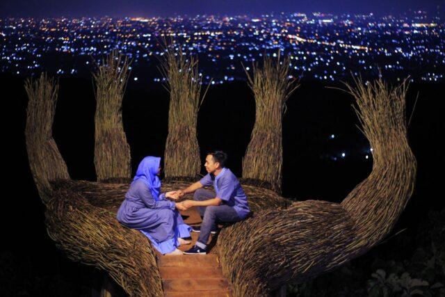 city light yogyakarta malam hari dari hutan pinus sendangsari