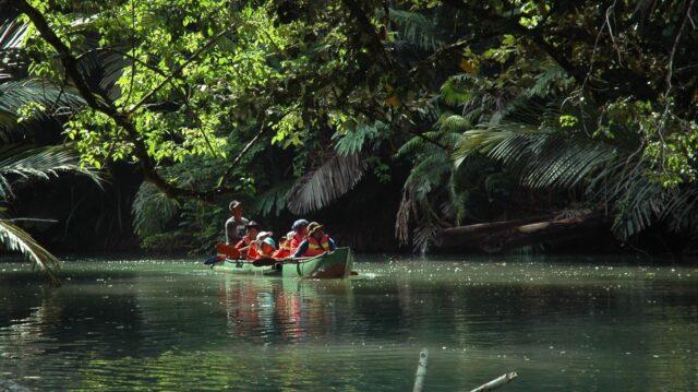 canoing di Pulau Handeleum