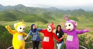Cosplay Teletubbies di Bukit Teletubbies Blitar