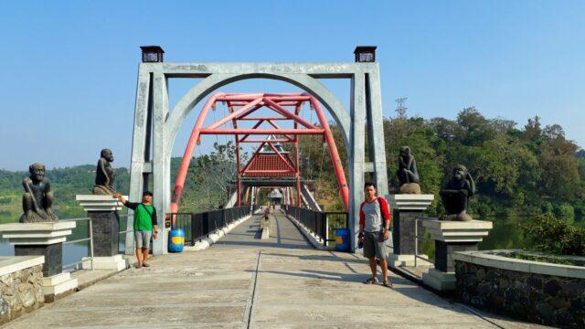 jembatan akses ke goa kreo