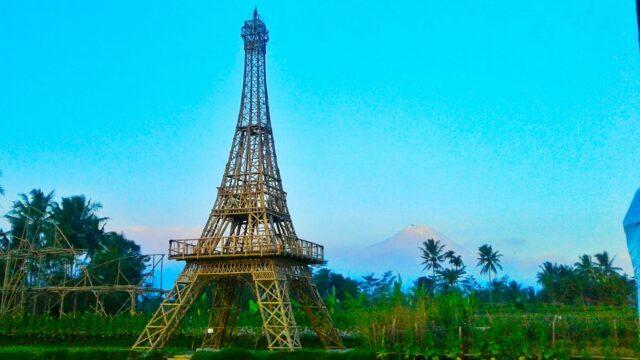 replika menara eiffel bambu taman wisata papringan magelang
