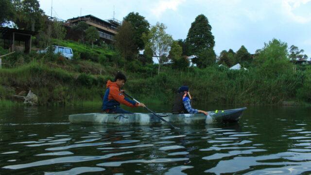 Menyusuri Danau dengan Cano