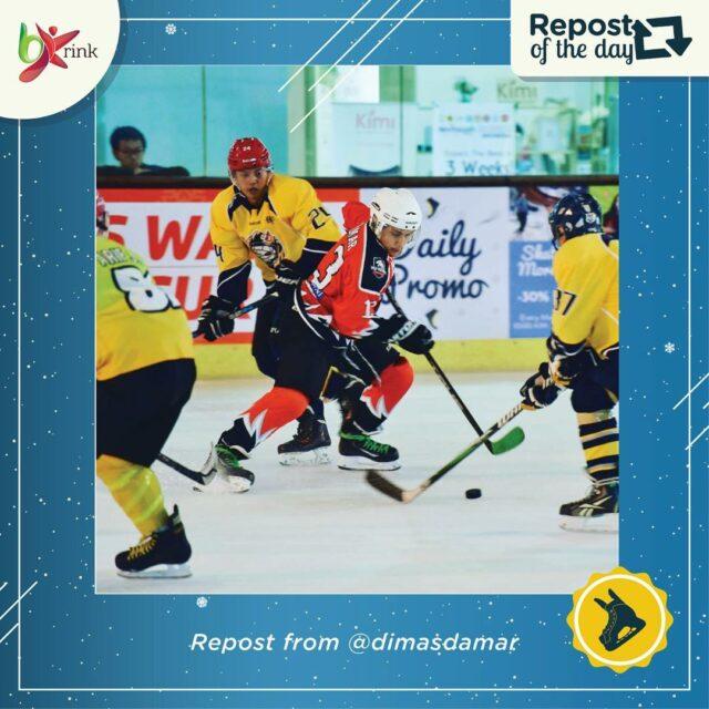 Pemain Hockey sedang Unjuk Kebolehan di BX Rink Ice Skating Bintaro