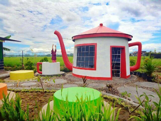 Rumah Teko di Fish Garden Blitar
