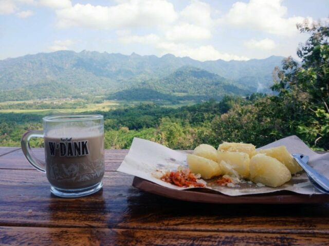 Wisata kuliner di Gereja Ayam bukit rhema