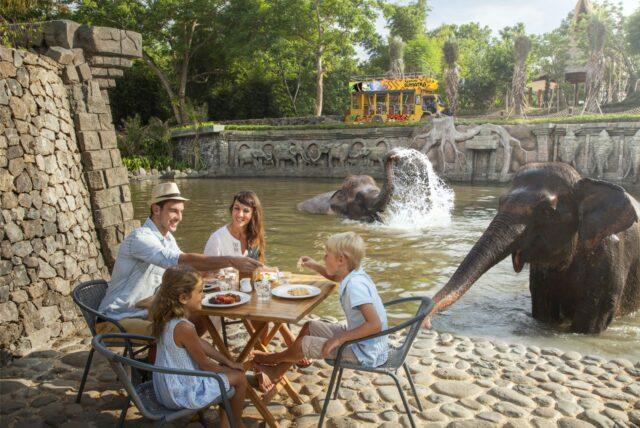 Sarapan Bersama gajah di Kampung Sumatra, Bali Zoo