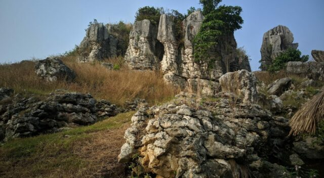 hamparan bebatuan Stone Garden Citatah