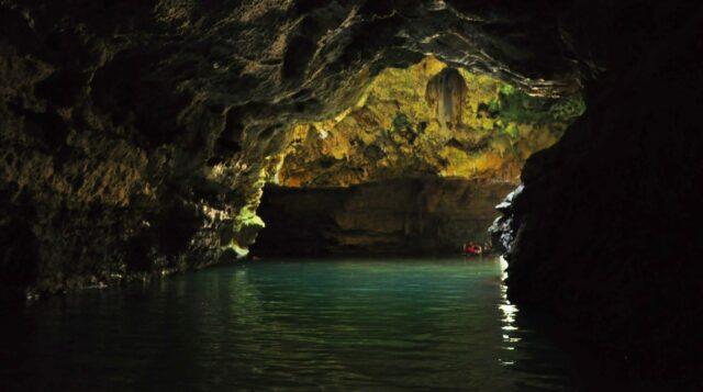 Sungai dalam gua