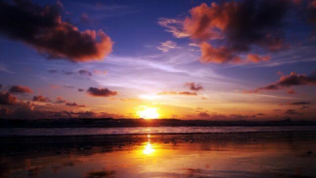sunset di pantai cemara sewu