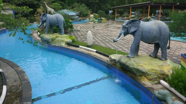 Susuri Labersa Waterpark Pekanbaru di Lazy River Pool