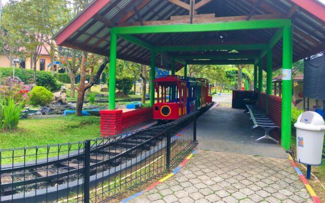 wahana kereta mini sanggaluri park purbalingga