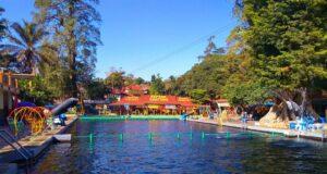 wahana kolam dan peluncuran water park