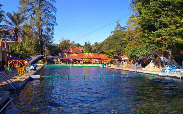 wahana kolam dan peluncuran water park objek wisata cibulan kuningan