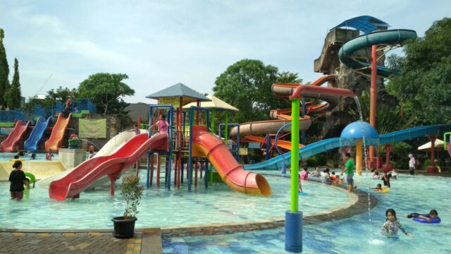 wahana peluncuran air anak dan dewasa