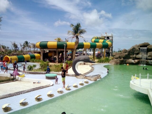 waterpark coconut island carita