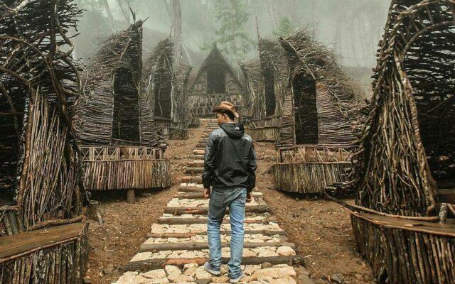 kesejukan di rumah seribu kayu puncak songgo laingit bantul