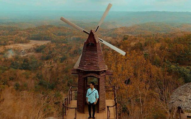 kincir angin ala negeri belanda di Puncak Songgo Langit Bantul