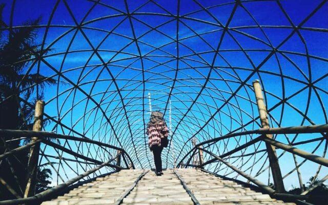 lorong jembatan bambu taman wisata papringan magelang jawa tengah