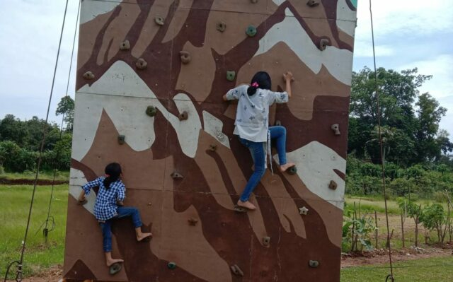 mini wall climbing