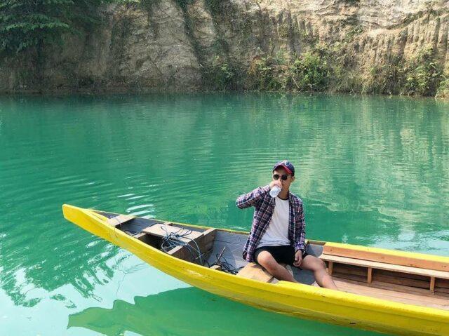 Naik Perahu di Telaga Biru