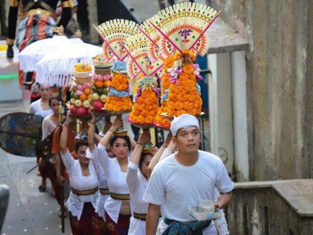 parade Kang Cie Wie di Garuda Wisnu Kencana