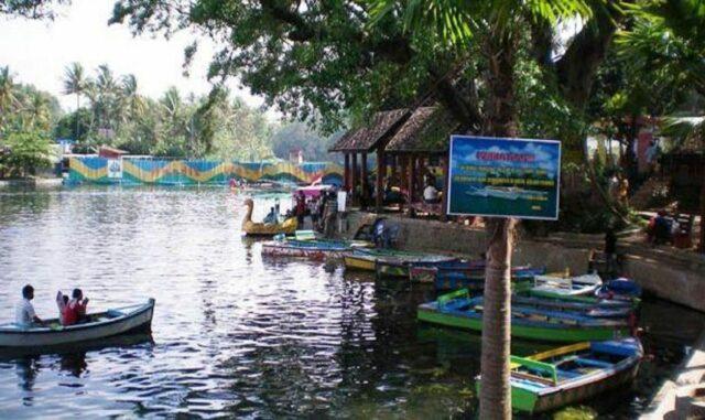 Sarana rekreasi air Taman Wisata Wendit Malang