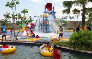 kolam main anak ember tumpah dan peluncuran mini