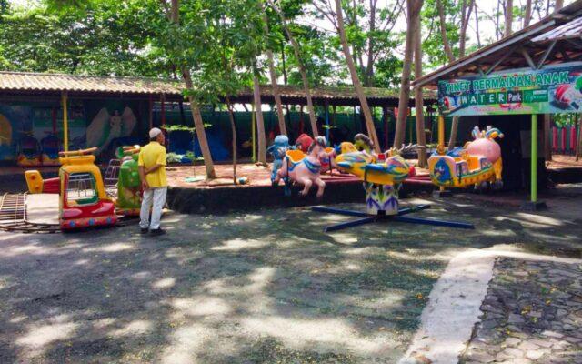 area bermain komidi putar di taman kota ciperna