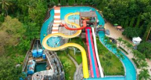 area kolam dan wahana Planet Waterboom Subang