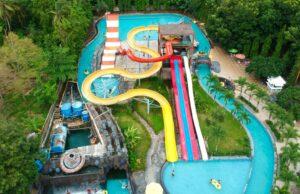 area kolam dan wahana Planet Waterboom Subang