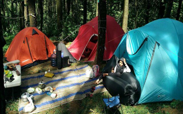 Berkemah di area Camping Ground Hutan Pinus Sentul Bogor