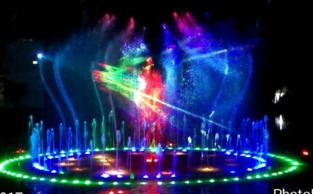 Dancing Fountain meliuk indah di Taman Pelangi Jurug Solo