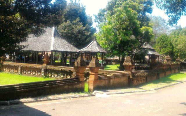 Eksterior Keraton Kasepuhan Cirebon yang Berdesain Gaya Hindu dan Tiongkok