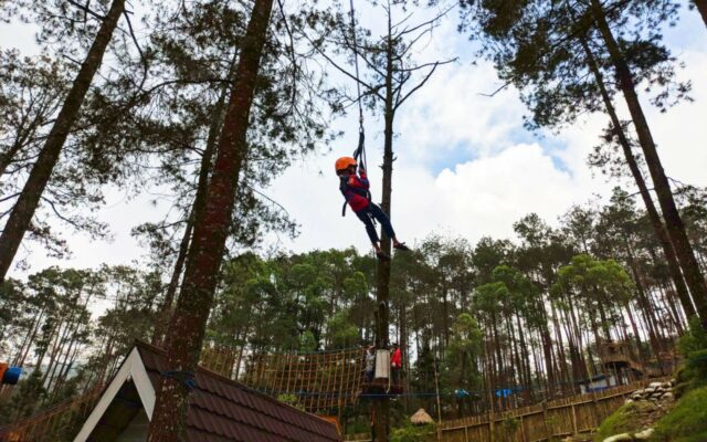 wahana flying fox di lawu park