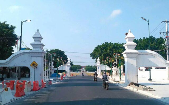 gapura pintu masuk kraton Yogyakarta
