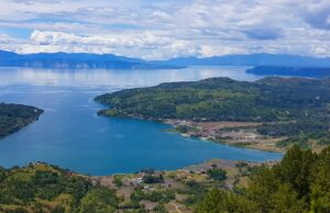 Pemandangan danau toba dari Geopark Sipinsur