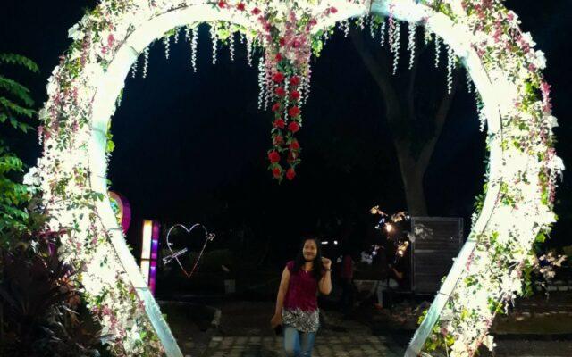 spot foto gerbang cinta di krakatau jungle park
