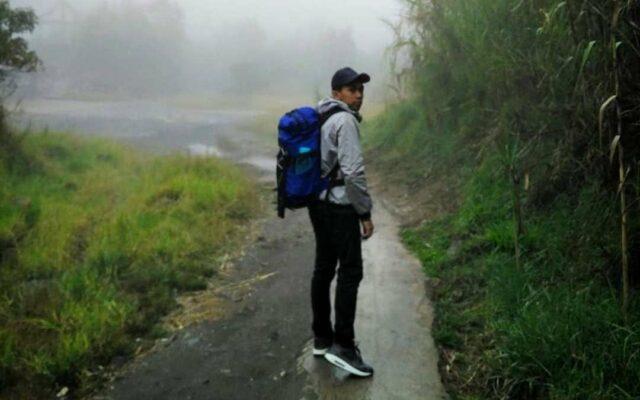 Hiking dan treking menuju