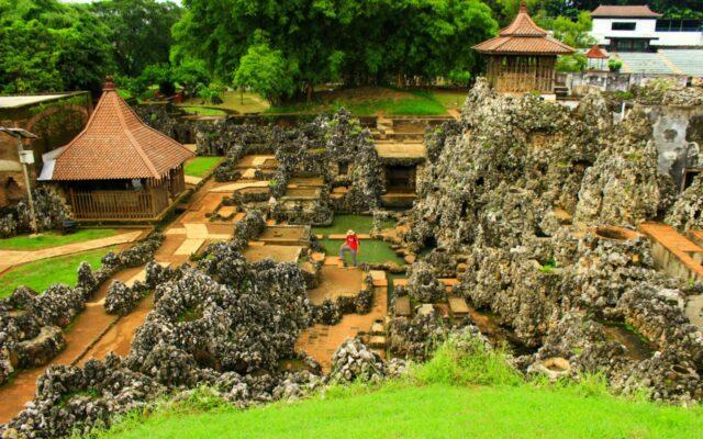 Kawasan Gua Sunyaragi Cirebon
