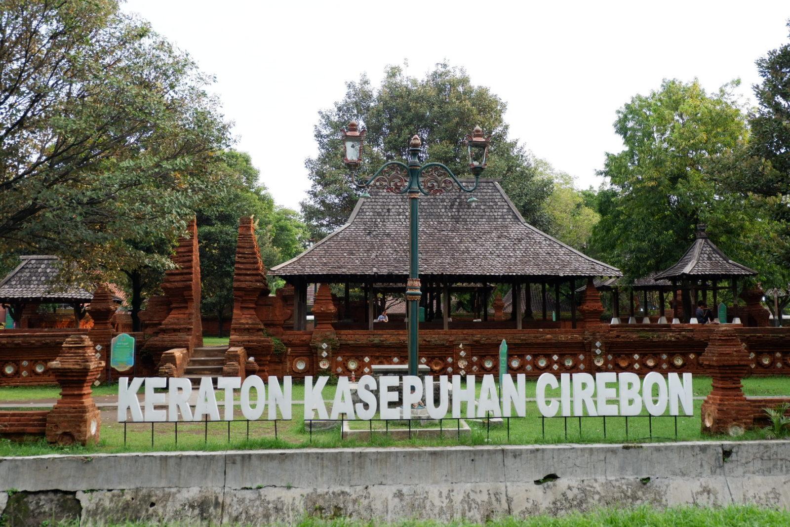 Keraton Kasepuhan Cirebon Tiket & Keunikan November 2020 - TravelsPromo