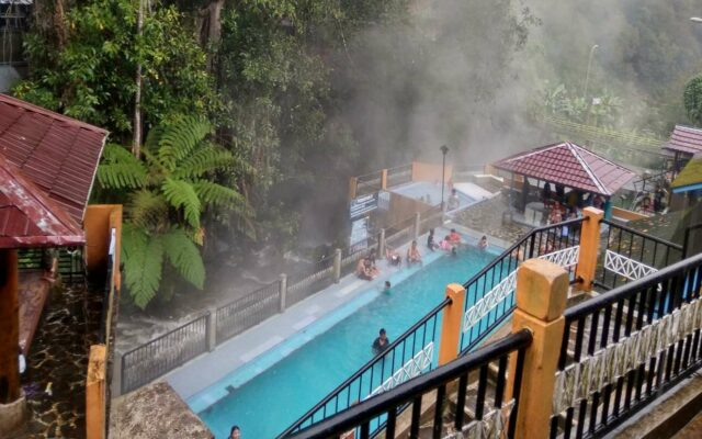 Kolam air panas hotel di sekitar kawasan wisata guci