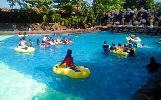 wahana kolam ombak