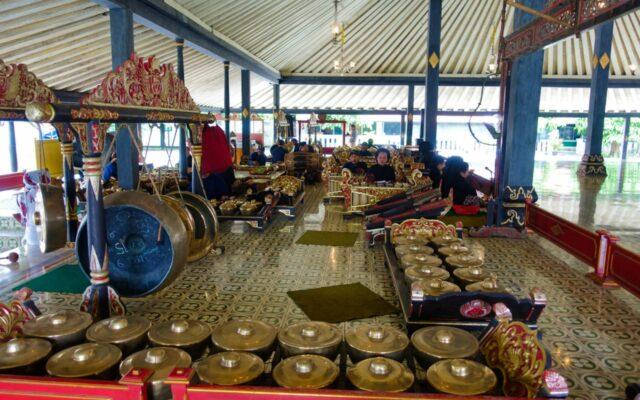 koleksi gamelan alat musik tradisional jawa
