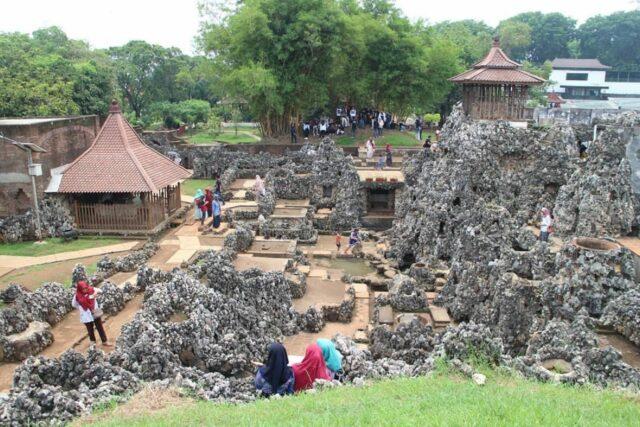 Kompleks bangunan goa di Goa Sunyaragi Cirebon