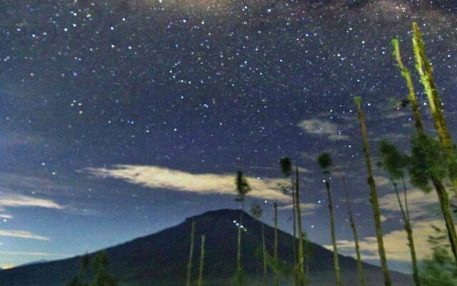 Melihat Milky Way saat malam di Taman Wisata Posong Temanggung Jawa Tengah