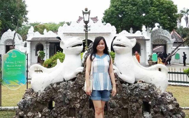 Patung Naga di depan area