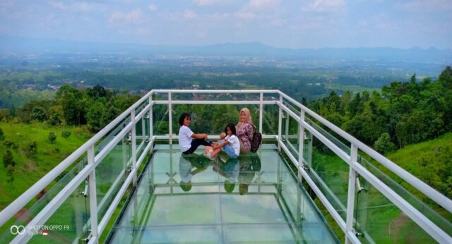 Pemandangan Indah dari The Edge Bridge Caping Park Purwokerto
