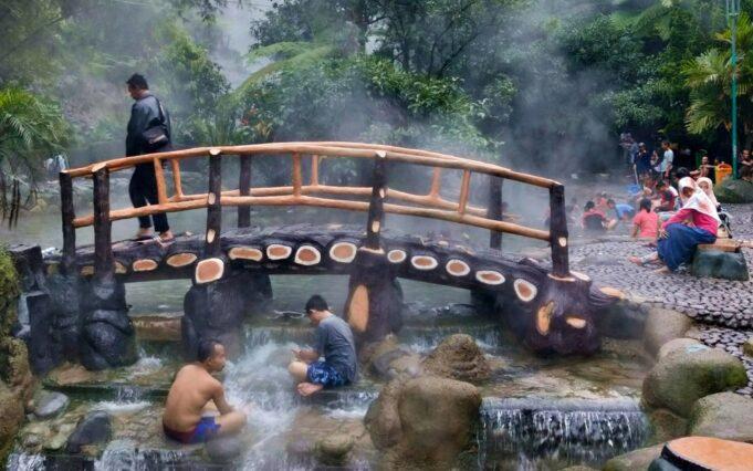 Kolam Pemandian Air Panas Ciater Subang